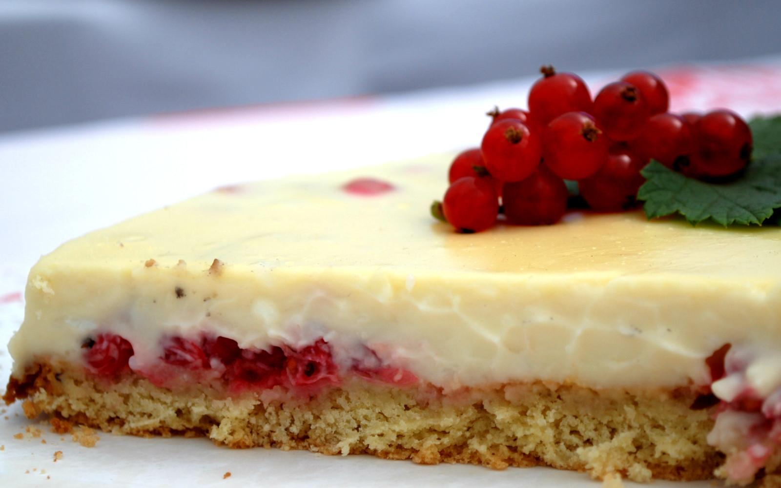 Kuchen de Zarzaparrila con crema